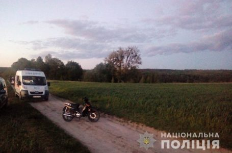 На Шумщині чоловік на швидкості вилетів з мотоцикла