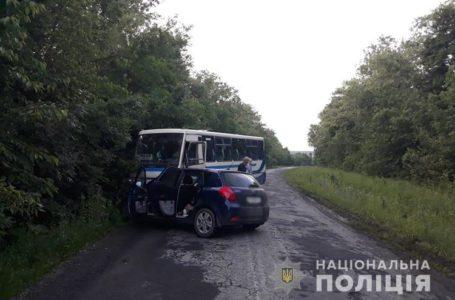 Рейсовий автобус та іномарка зіткнулись у ДТП на Теребовлянщині (Фото)