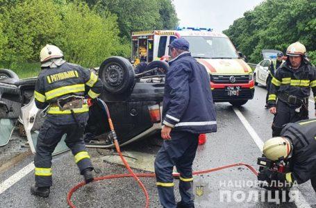 У ДТП на Тернопільщині загинув водій, ще п'ятеро людей травмувались (Фото)