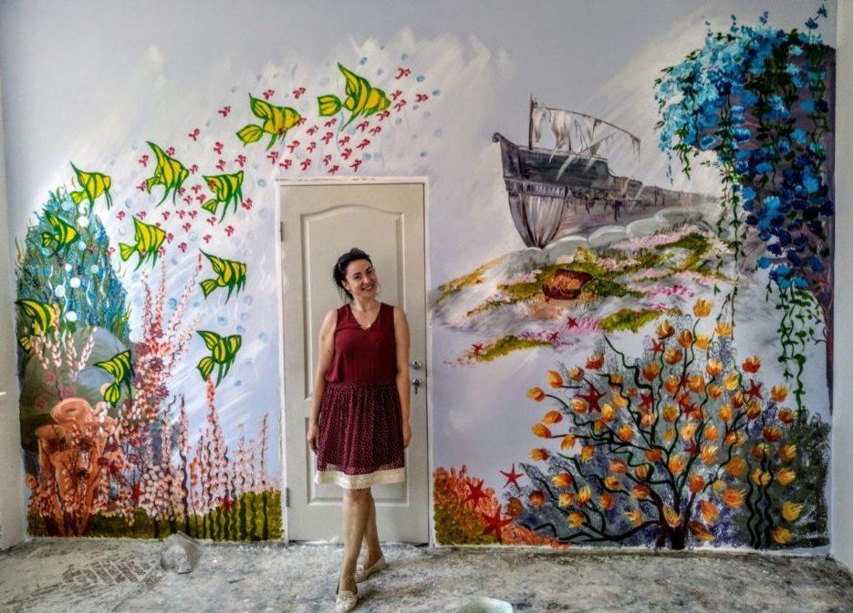 Художниця з Тернопільщини розписала вдома всі стіни (Відео)