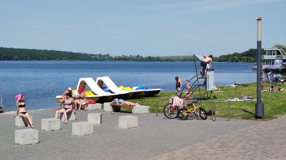 На «Циганці» в Тернополі відкрили пляжний сезон (Фото)