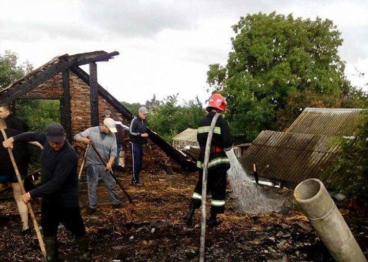 Теребовлянські пожежники врятували від вогню два будинки (Фото)