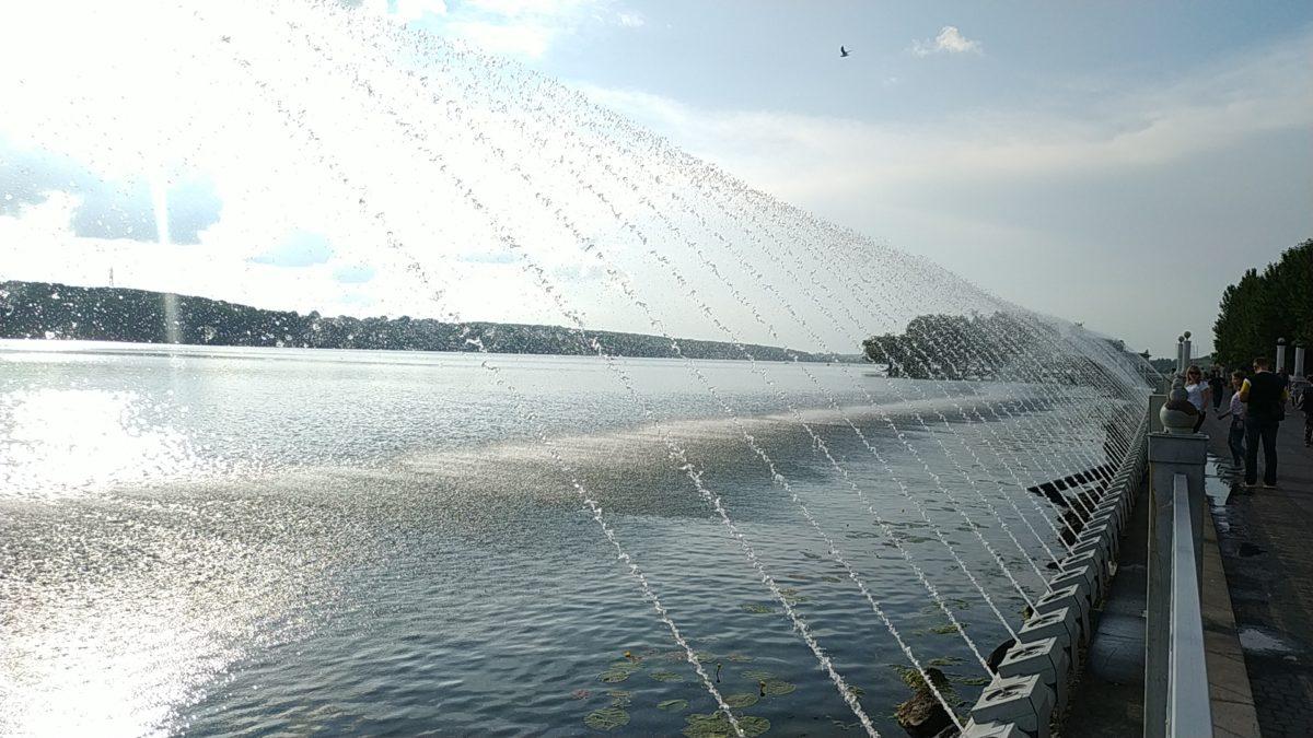 """""""Кисневий"""" фонтан у Тернополі працюватиме цілодобово до 13 липня"""