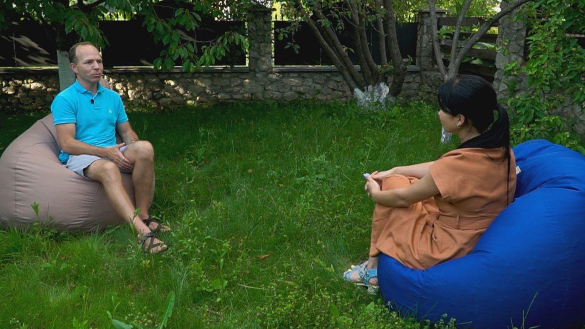 Від сироти до благодійника. Андрій Назаренко мріє, аби кожна дитина росла в сім'ї (Відео)