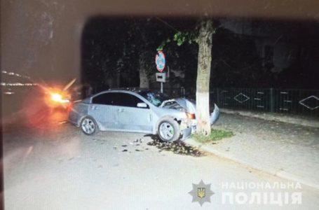 Врізався у дерево. На Тернопільщині у ДТП постраждало двоє пасажирів (Фото)