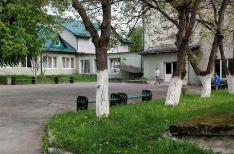 Смерть у Петрикові: підопічний геріатричного пансіонату втікав і повис на паркані