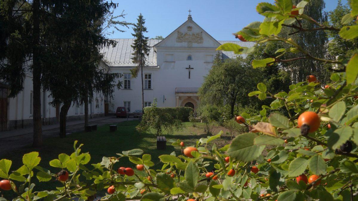 У Язловецькому монастирі на Бучаччині моляться про дар материнства (Відео)