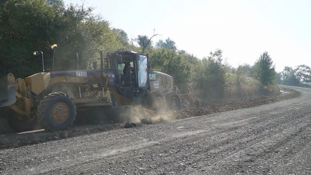 Дорогу до Коропця ремонтують вперше за 30 років (Відео)