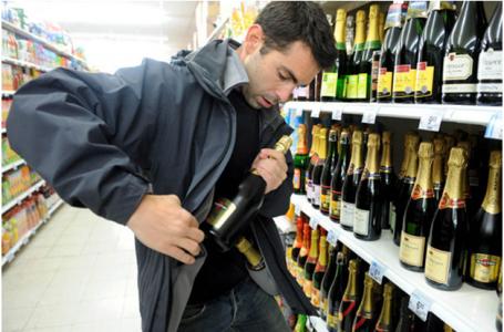 У Терноплі злодій відповість за крадені шоколад і алкоголь