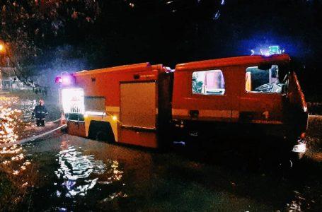 Рятували пішоходів і відкачували воду. У Тернополі надзвичайники ліквідували наслідки зливи