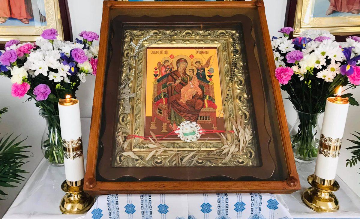 Тернопільщина: замироточила ікона Матері Божої (Фото)