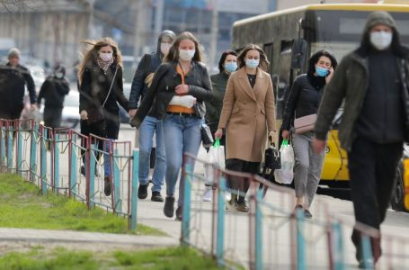 Коронавірус не зникає: в Україні за добу +8 752 інфікованих