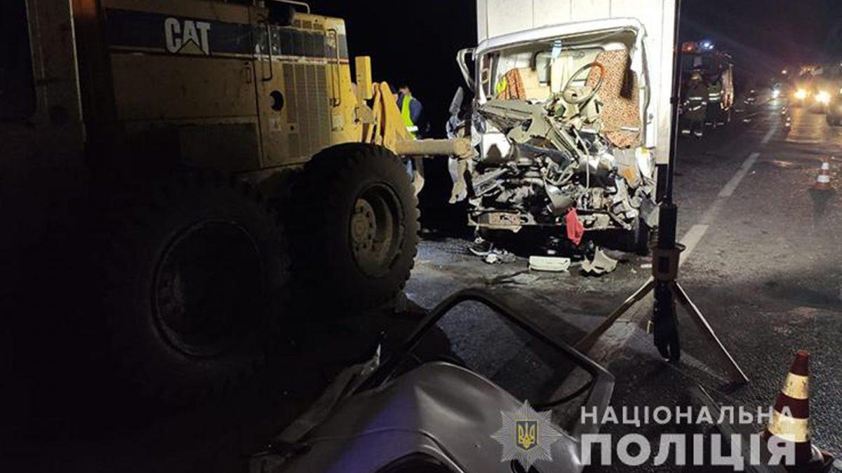 На Тернопільщині вантажівка врізалась в грейдер. Водій дивом вижив