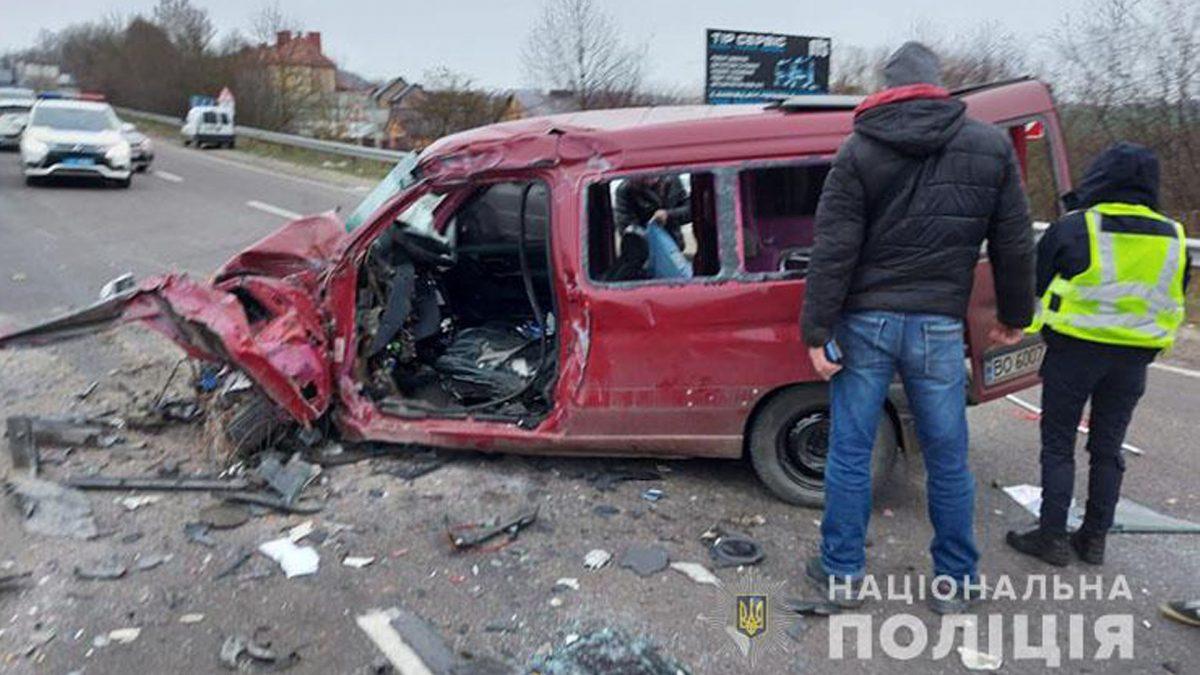 Аварія поблизу Тернополя: чоловік загинув, двоє людей у лікарні (Відео)