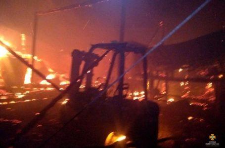 На Підволочищині згорів цех з виготовлення деревного вугілля