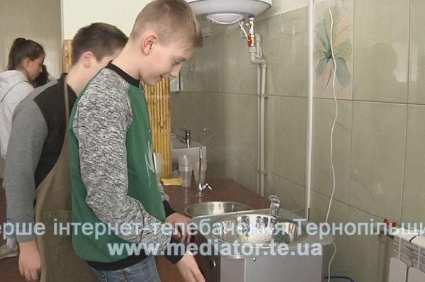 В тернопільській школі діти питимуть очищену воду з питного фонтанчика (Відео)