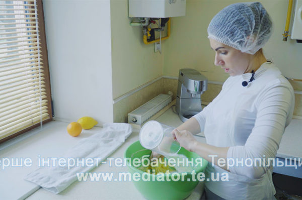 Тернопільська шеф-кондитер ділиться рецептом сучасної паски (Відео)