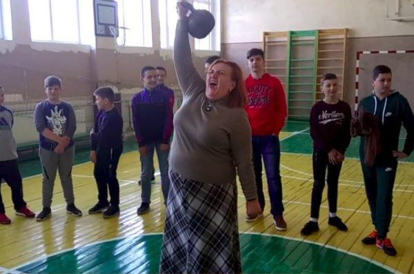 На Тернопільщині директорка школи разом з учнями встановила рекорд (Відео)