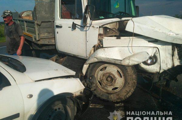 Мікроавтобус з Тернополя потрапив у масштабну ДТП, травмовано 16 людей