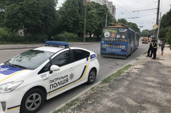 Тернополянка, яку переїхав тролейбус, померла в лікарні (Фото)