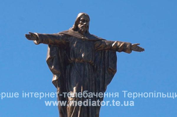 На Тернопільщині встановили прототип бразильської фігури Спасителя (Відео)