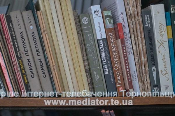 Теребовлянська книгозбірня у плачевному стані: стіни в грибку, дах протікає (Відео)