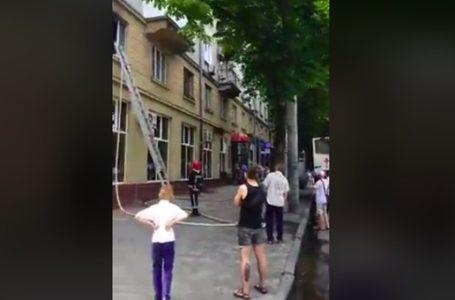 У центрі Тернополя загорілась квартира (Відео)