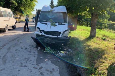 У Бережанах водій заснув за кермом і в'їхав в електроопору (Фото)