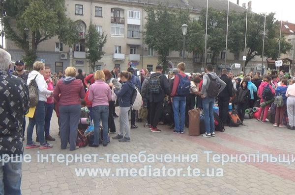 У Тернополі сотні паломників вирушають на прощу до Зарваниці (Наживо)