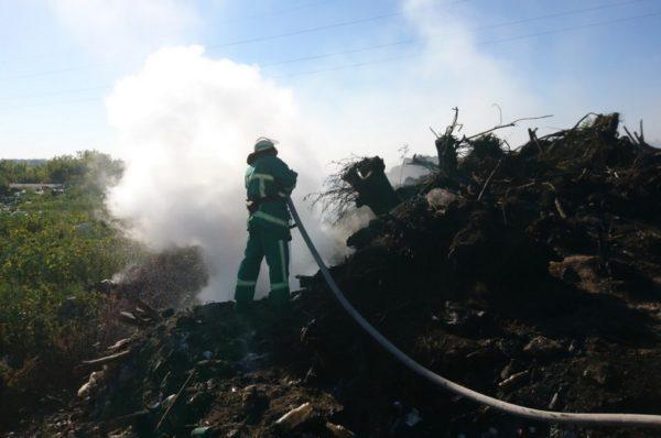 На Лановецькому полігоні з відходами трапилася масштабна пожежа (Фото)