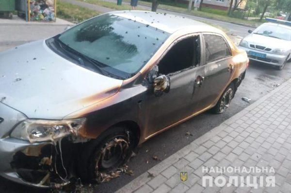 Умисний підпал – поліціанти назвали одну з версій пожеж у Тернополі, в яких згоріли три авто (Фото)