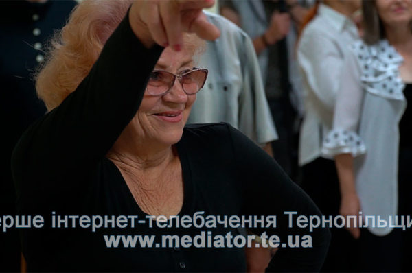 Пристрасне танго у 80. Тернопільських пенсіонерів навчають танців (Відео)