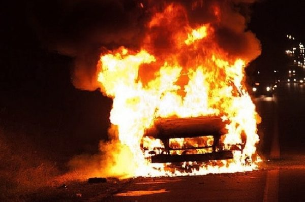 У Тернополі внаслідок ДТП згорів автомобіль (Відео)