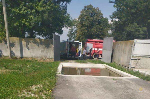 На Гусятинщині троє чоловіків впали у вигрібну яму