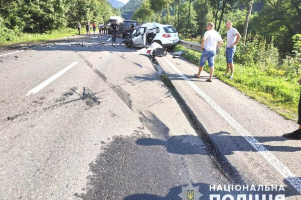 Поспішали на весілля: в аварії загинула сім'я з Тернопільщини