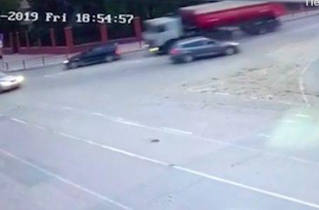 У Чорткові вантажівка насмерть збила жінку: у поліції оприлюднили відео ДТП (Відео)