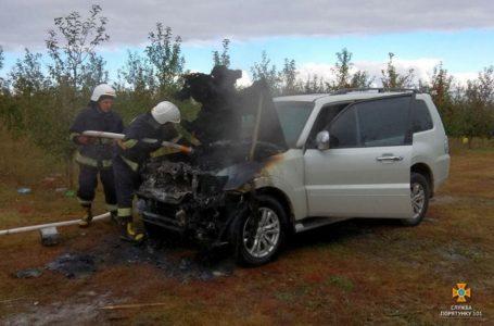 На Тернопільщині загорівся автомобіль: вогонь повністю знищив капот (Фото)