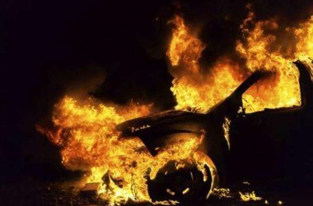 У Тернополі посеред вулиці загорівся автомобіль