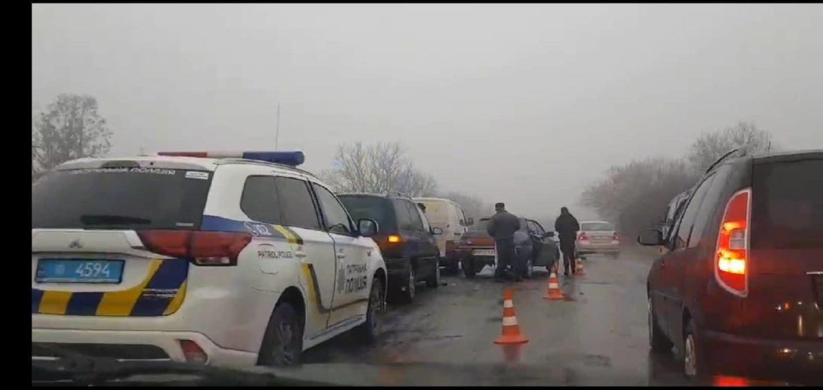 Через ДТП на об'їзній Тернополя – затори (Відео)