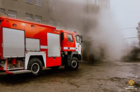 У Тернополі горіла Укрпошта. Евакуювали понад півсотні людей