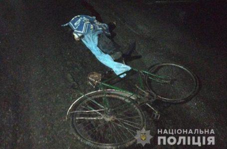 Збив велосипедиста й утік: поліція шукає винуватця смертельної ДТП (Фото)