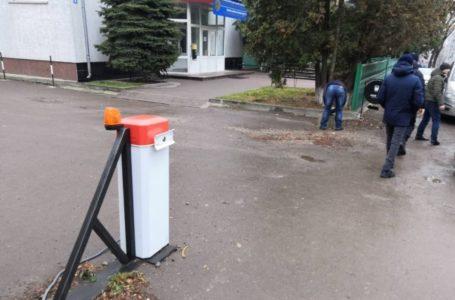 На вул. Чехова демонтували шлагбаум, встановлений протиправно (Фото)
