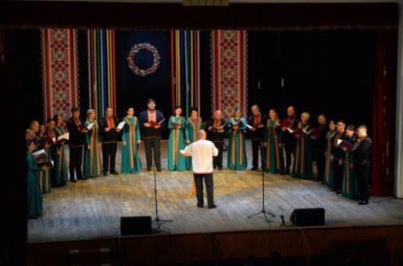 У Чорткові біля ялинки хор «Brevis» переспівав відомий «Щедрик» (Відео)