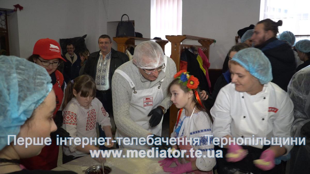 Напередодні Водохреща дітям Бережанської школи-інтернату провели кулінарний майстер-клас (Відео)