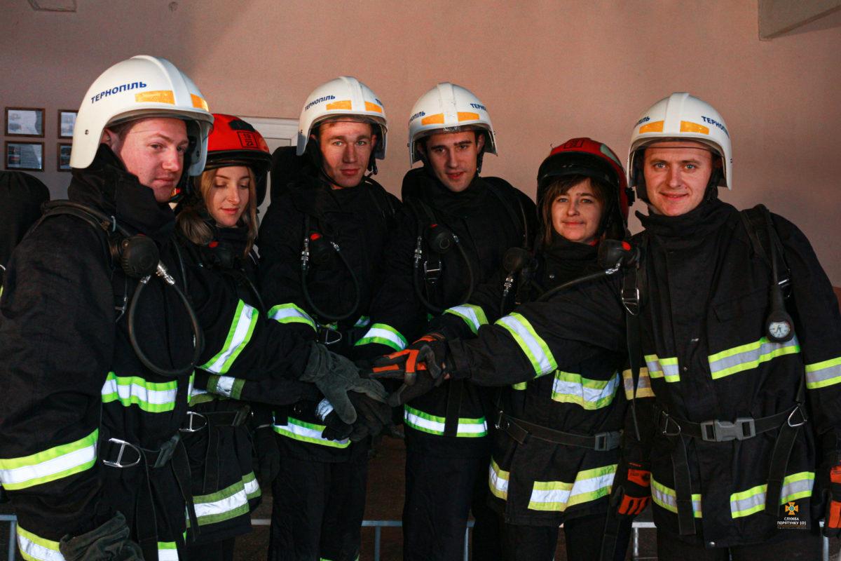 Тернопільські рятувальники підтримали всеукраїнський челендж і виконали складне завдання (Відео)